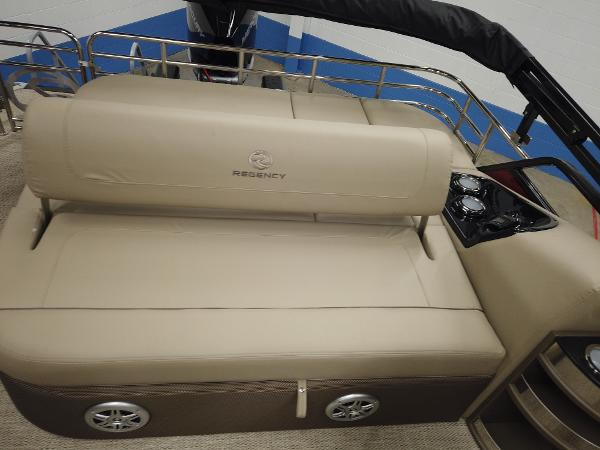 2021 Regency boat for sale, model of the boat is 230 LE3 Sport & Image # 12 of 17