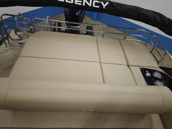 2021 Regency boat for sale, model of the boat is 230 LE3 Sport & Image # 13 of 17