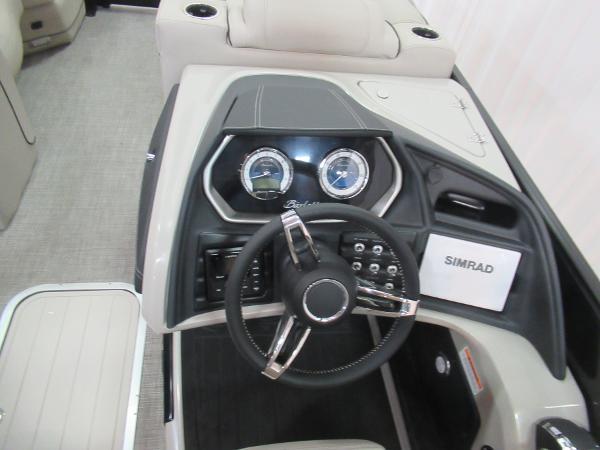 2021 Barletta boat for sale, model of the boat is L23UCA TRI & Image # 9 of 25
