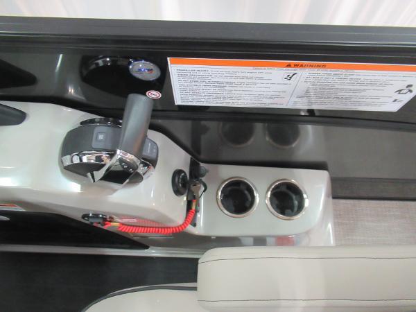 2021 Barletta boat for sale, model of the boat is L23UCA TRI & Image # 10 of 25
