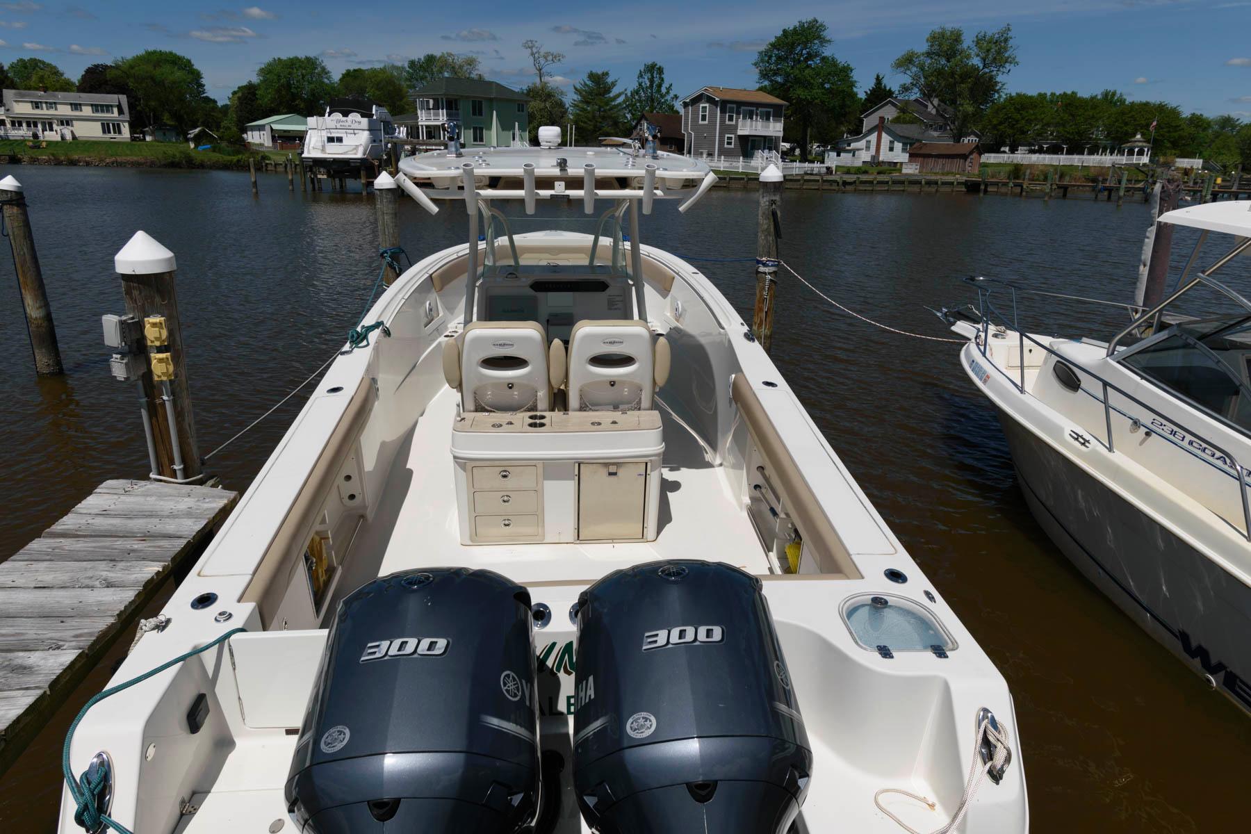 M 6118 KB Knot 10 Yacht Sales