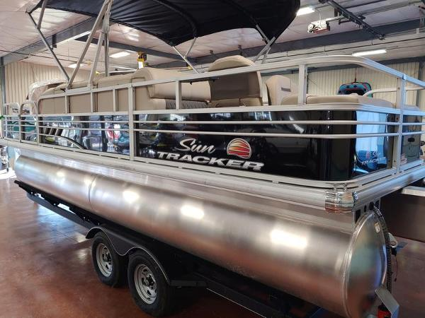 2021 Sun Tracker boat for sale, model of the boat is Fishin' Barge 22 & Image # 3 of 14