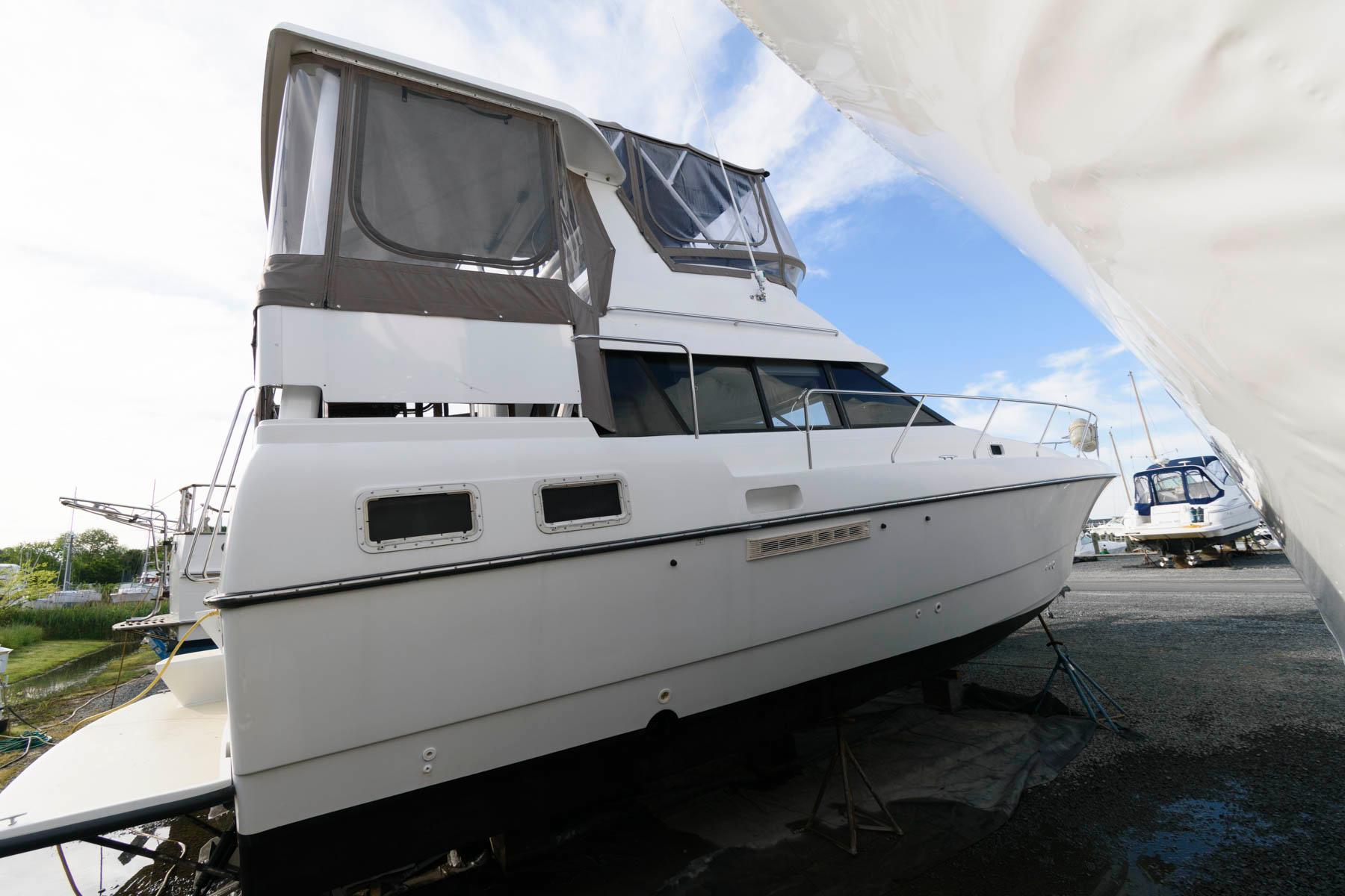 M 6120 MD Knot 10 Yacht Sales
