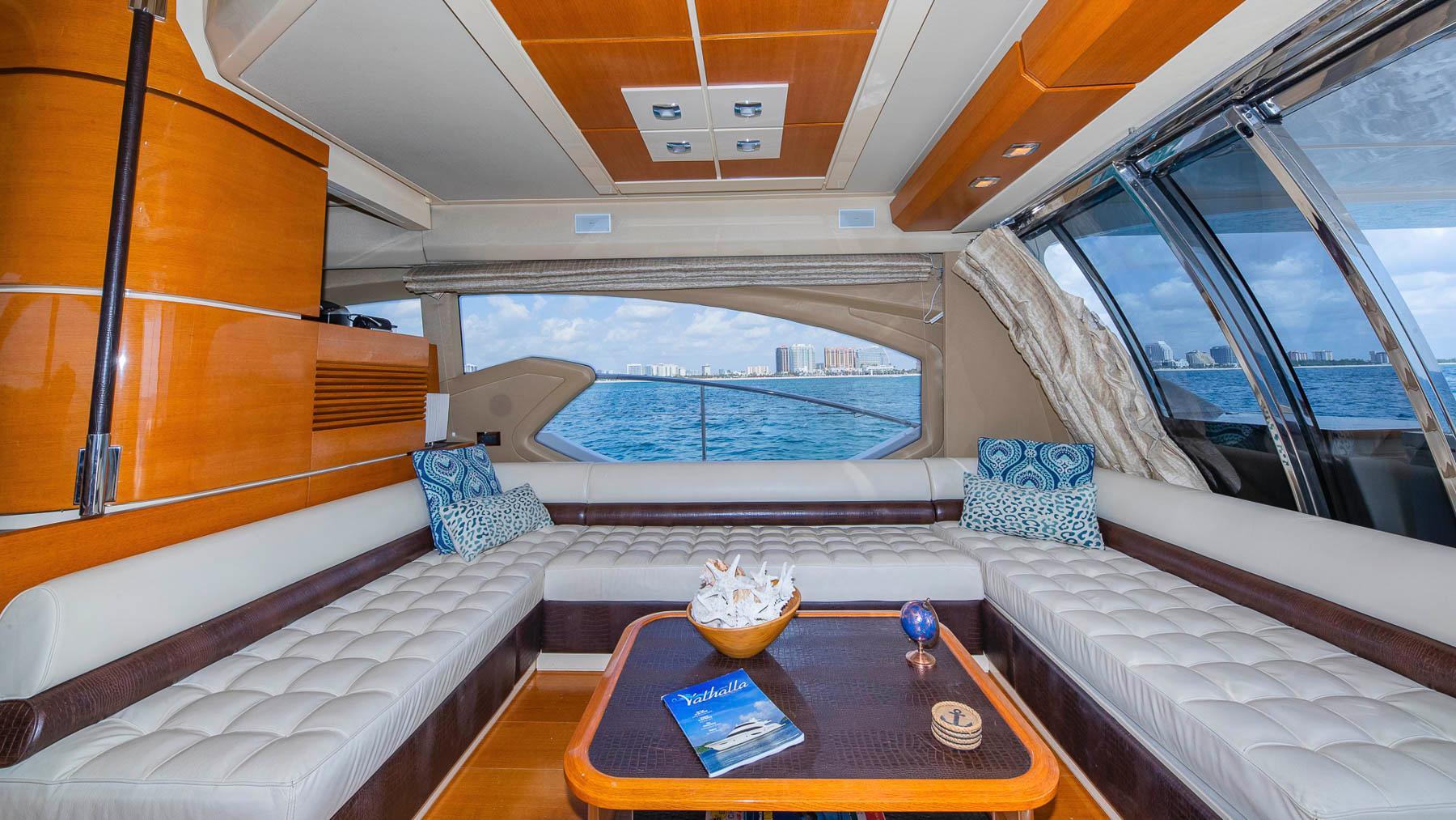 F 6573 CE Knot 10 Yacht Sales