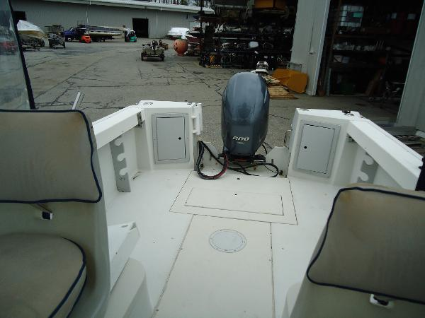 1992 Aquasport boat for sale, model of the boat is 210 Walkaround & Image # 8 of 18