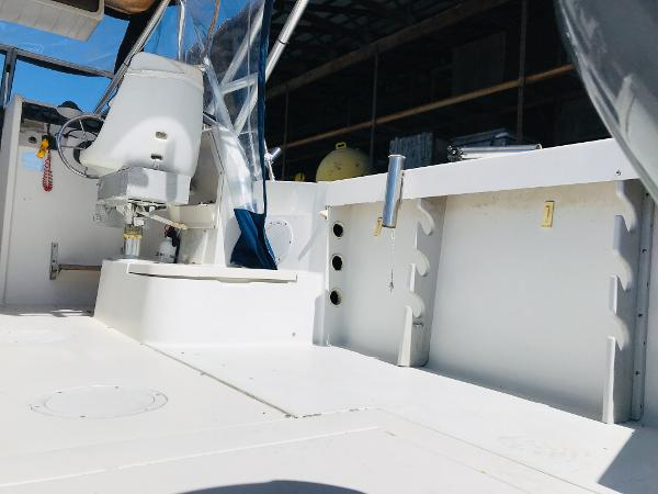 1992 Aquasport boat for sale, model of the boat is 210 Walkaround & Image # 15 of 18