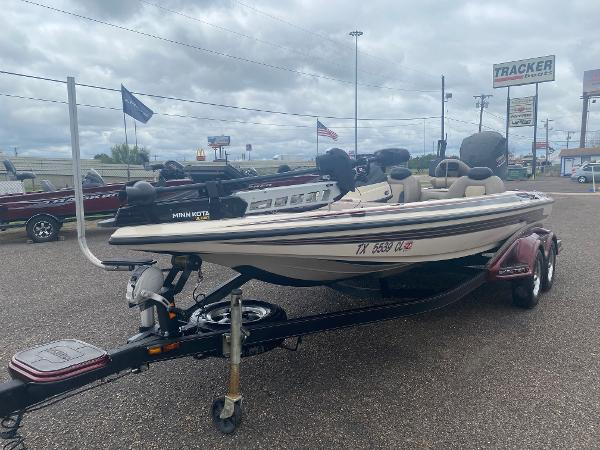 2013 Skeeter boat for sale, model of the boat is FX 20 & Image # 2 of 16