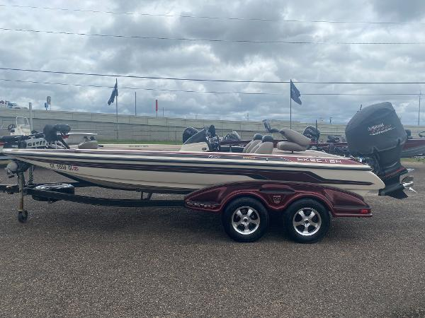 2013 Skeeter boat for sale, model of the boat is FX 20 & Image # 4 of 16