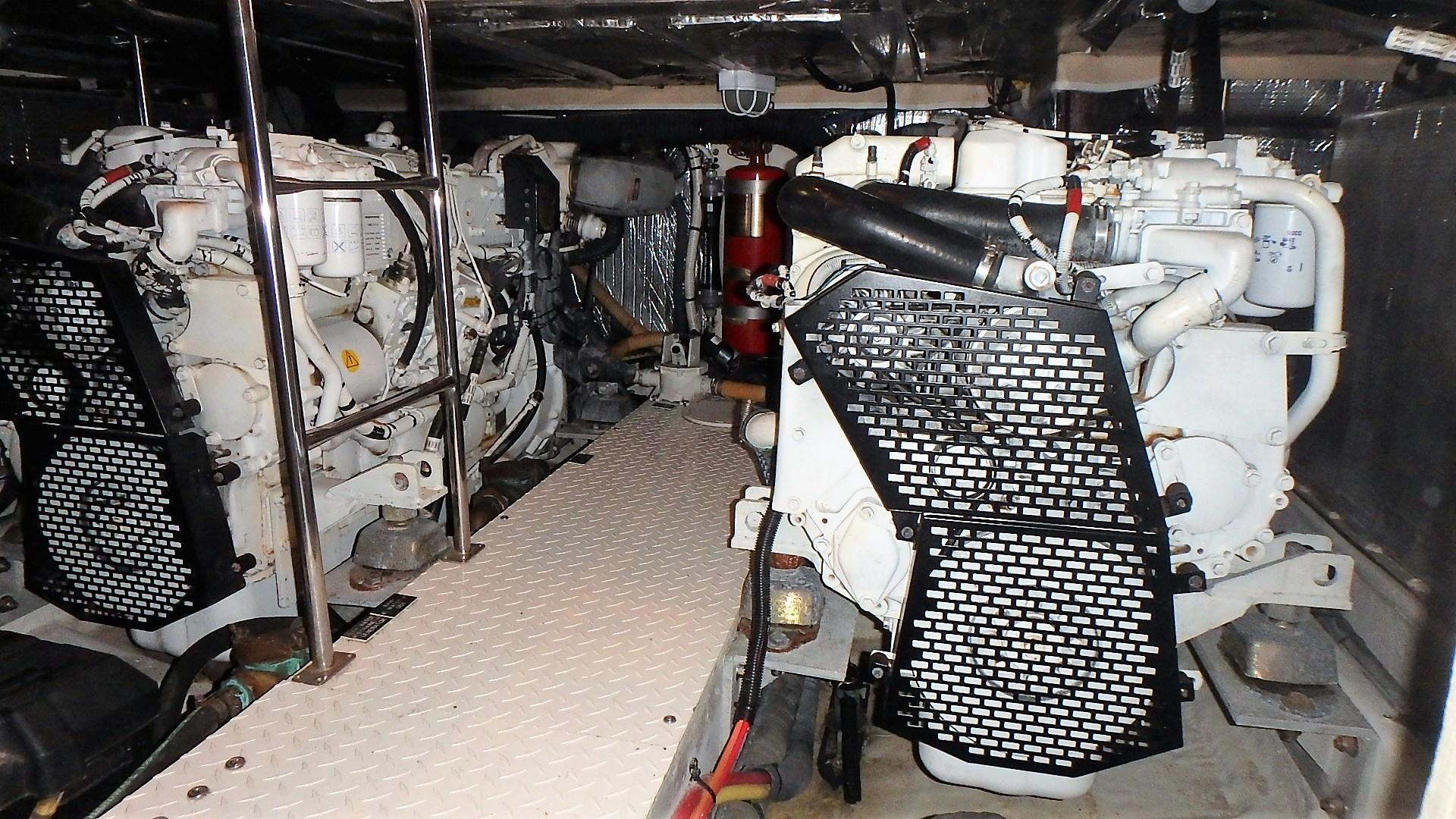 Cruisers Yachts 455 - Port Engine