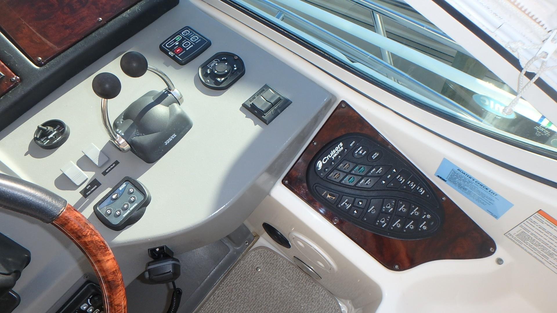 Cruisers Yachts 455 - Digital Controls