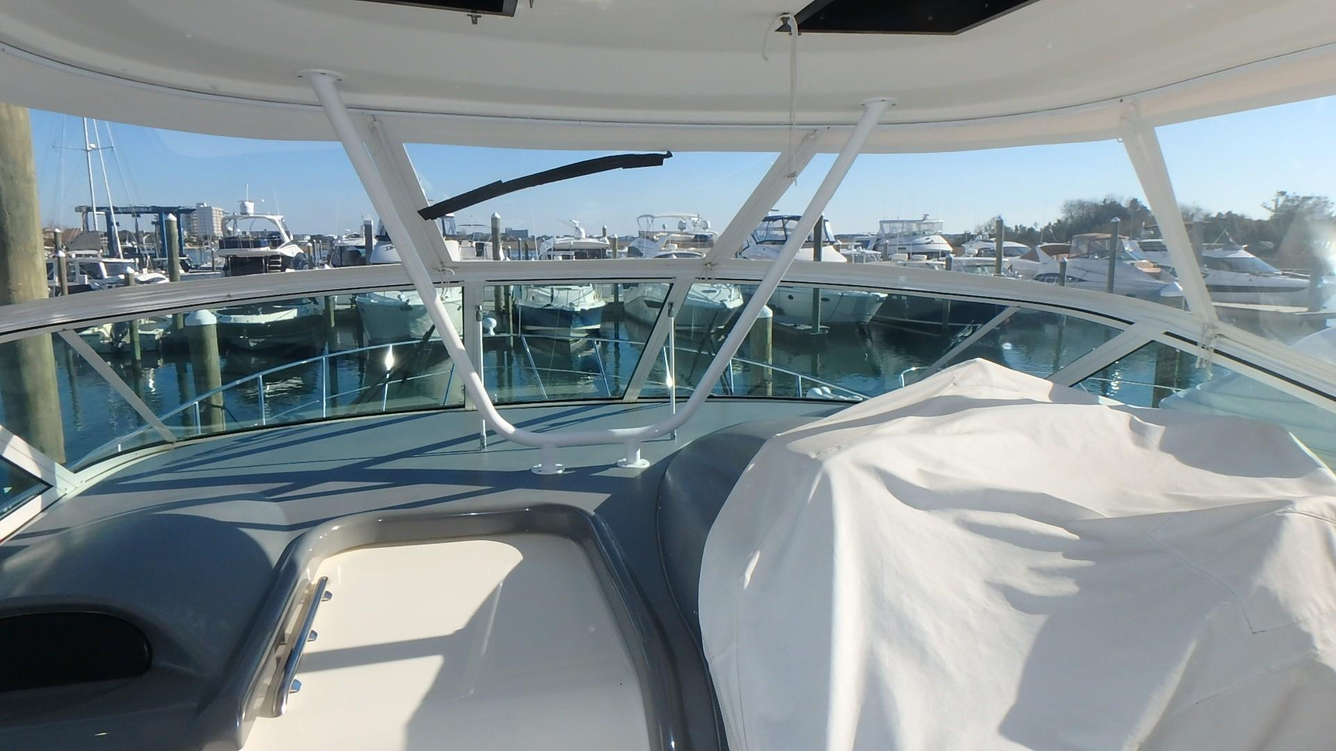 Cruisers Yachts 455 - Fwd Windshield