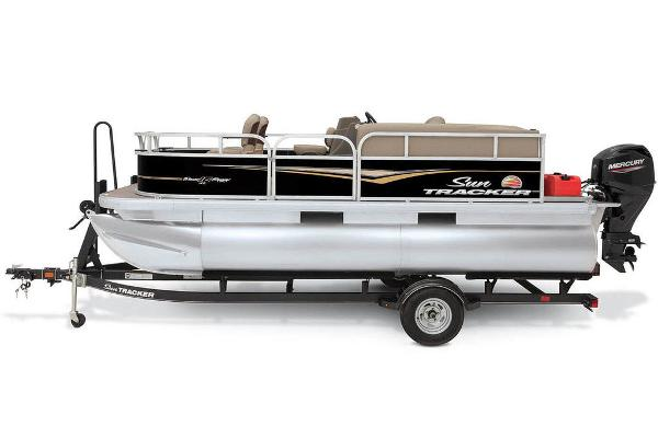 2020 Sun Tracker boat for sale, model of the boat is Bass Buggy® 16 XL & Image # 11 of 23