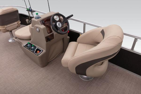 2020 Sun Tracker boat for sale, model of the boat is Bass Buggy® 16 XL & Image # 12 of 23