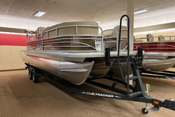 2021 Sun Tracker boat for sale, model of the boat is SportFish 22 XP3 & Image # 2 of 10