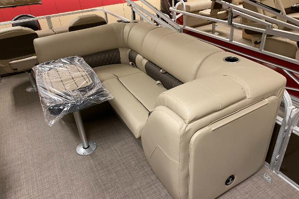 2021 Sun Tracker boat for sale, model of the boat is SportFish 22 XP3 & Image # 8 of 10