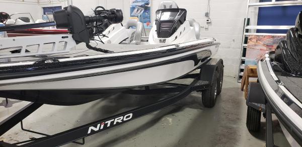 2021 Nitro boat for sale, model of the boat is Z18 & Image # 5 of 8