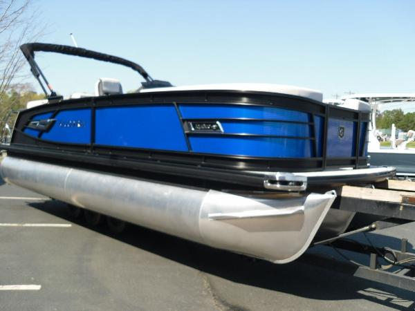 2021 Godfrey Pontoon boat for sale, model of the boat is AquaPatio 235 SBC iMPACT 29 in. Center Tube & Image # 21 of 46
