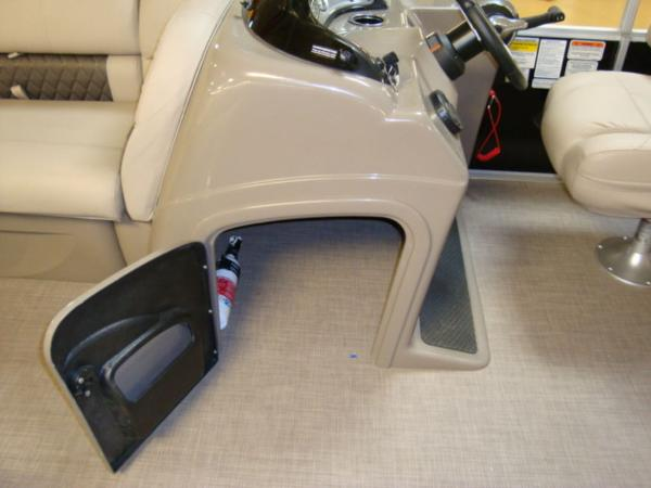 2020 Sun Tracker boat for sale, model of the boat is Party Barge® 22 RF DLX & Image # 4 of 28