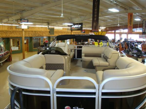 2020 Sun Tracker boat for sale, model of the boat is Party Barge® 22 RF DLX & Image # 5 of 28