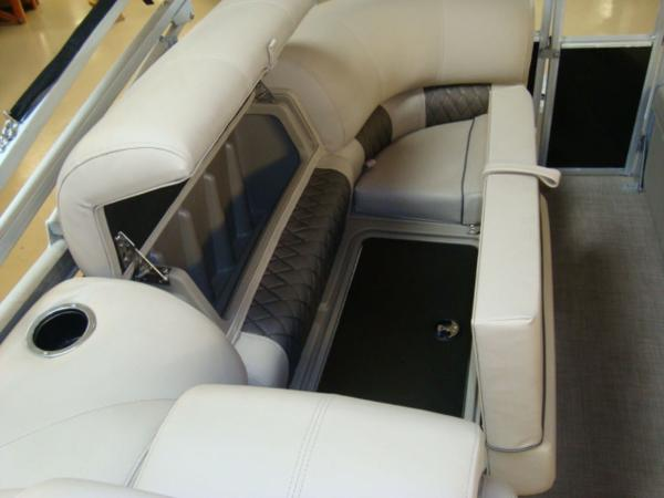 2020 Sun Tracker boat for sale, model of the boat is Party Barge® 22 RF DLX & Image # 8 of 28