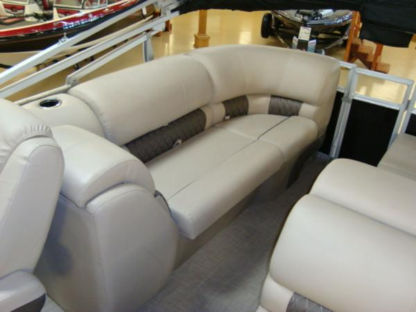2020 Sun Tracker boat for sale, model of the boat is Party Barge® 22 RF DLX & Image # 10 of 28