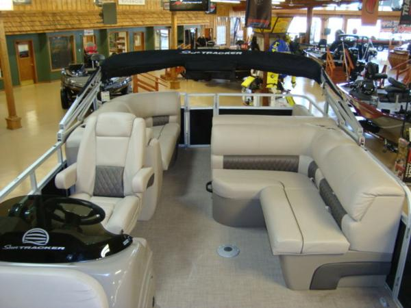 2020 Sun Tracker boat for sale, model of the boat is Party Barge® 22 RF DLX & Image # 14 of 28
