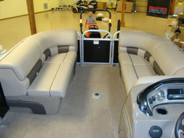 2020 Sun Tracker boat for sale, model of the boat is Party Barge® 22 RF DLX & Image # 16 of 28