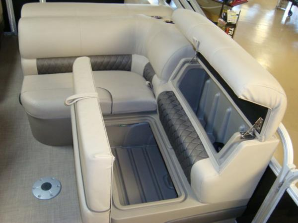 2020 Sun Tracker boat for sale, model of the boat is Party Barge® 22 RF DLX & Image # 18 of 28