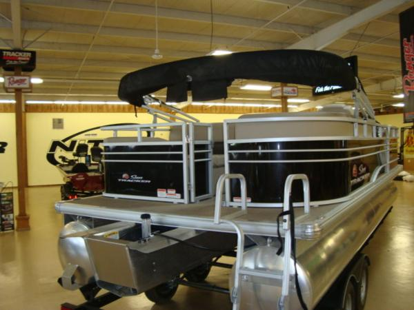 2020 Sun Tracker boat for sale, model of the boat is Party Barge® 22 RF DLX & Image # 19 of 28
