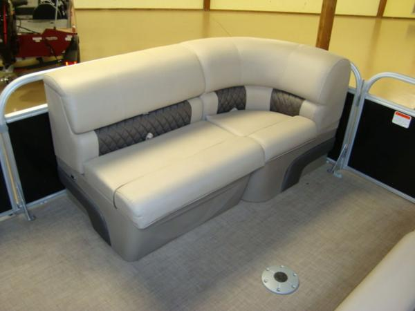 2020 Sun Tracker boat for sale, model of the boat is Party Barge® 22 RF DLX & Image # 20 of 28