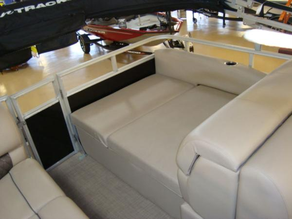 2020 Sun Tracker boat for sale, model of the boat is Party Barge® 22 RF DLX & Image # 22 of 28