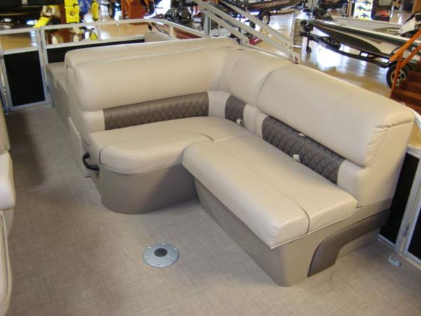 2020 Sun Tracker boat for sale, model of the boat is Party Barge® 22 RF DLX & Image # 23 of 28
