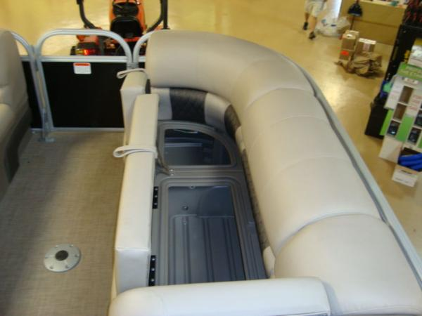 2020 Sun Tracker boat for sale, model of the boat is Party Barge® 22 RF DLX & Image # 26 of 28