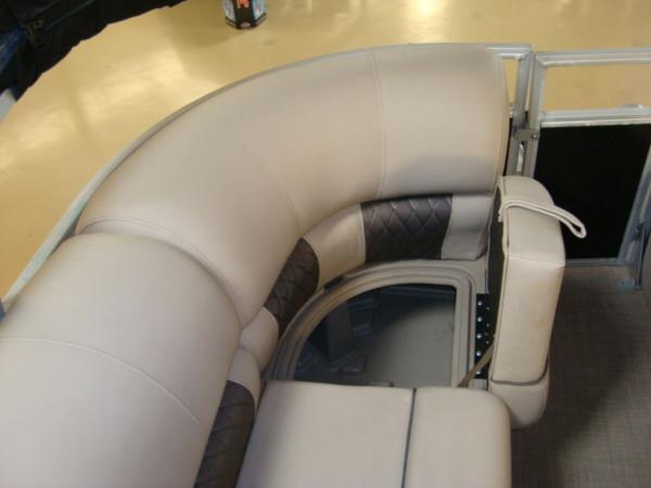 2020 Sun Tracker boat for sale, model of the boat is Party Barge® 22 RF DLX & Image # 27 of 28