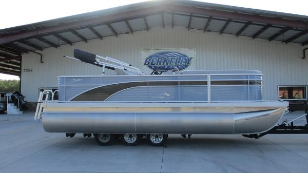 2021 Bennington boat for sale, model of the boat is 20 SS & Image # 3 of 44