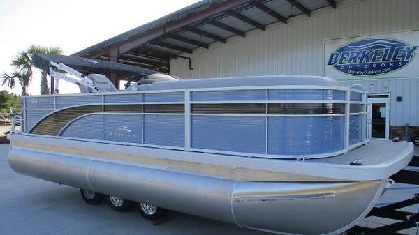 2021 Bennington boat for sale, model of the boat is 20 SS & Image # 1 of 44