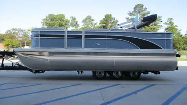 2021 Bennington boat for sale, model of the boat is 20 SS & Image # 4 of 44