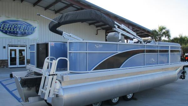 2021 Bennington boat for sale, model of the boat is 20 SS & Image # 5 of 44