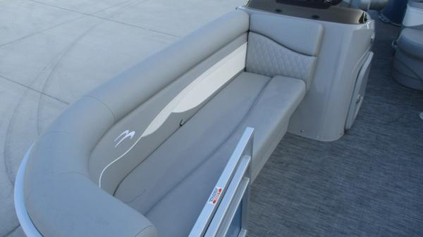 2021 Bennington boat for sale, model of the boat is 20 SS & Image # 12 of 44