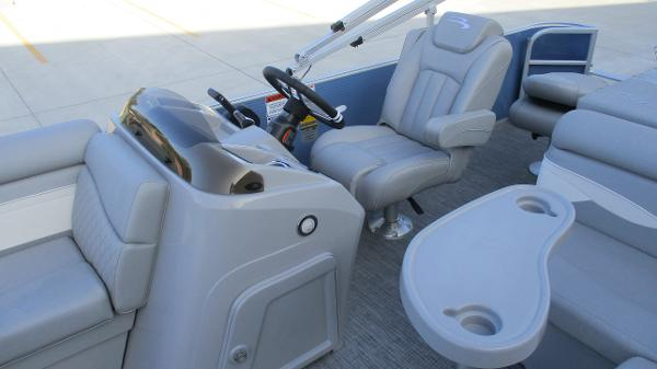 2021 Bennington boat for sale, model of the boat is 20 SS & Image # 15 of 44