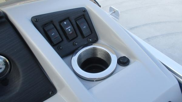 2021 Bennington boat for sale, model of the boat is 20 SS & Image # 27 of 44