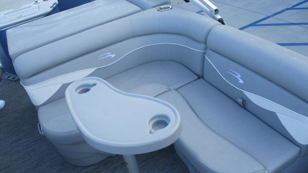 2021 Bennington boat for sale, model of the boat is 20 SS & Image # 29 of 44