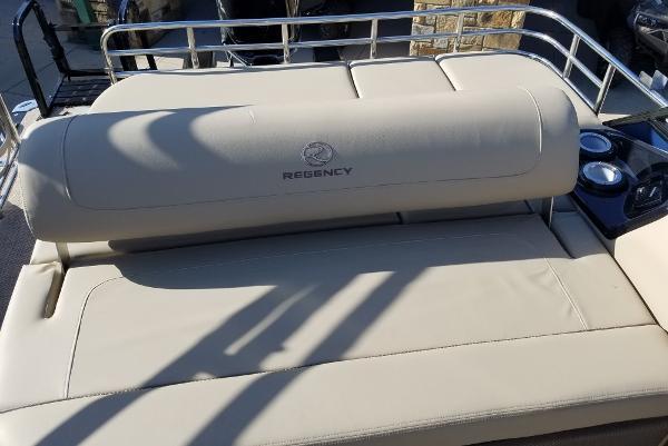 2021 Regency boat for sale, model of the boat is 250 LE3 Sport & Image # 5 of 7