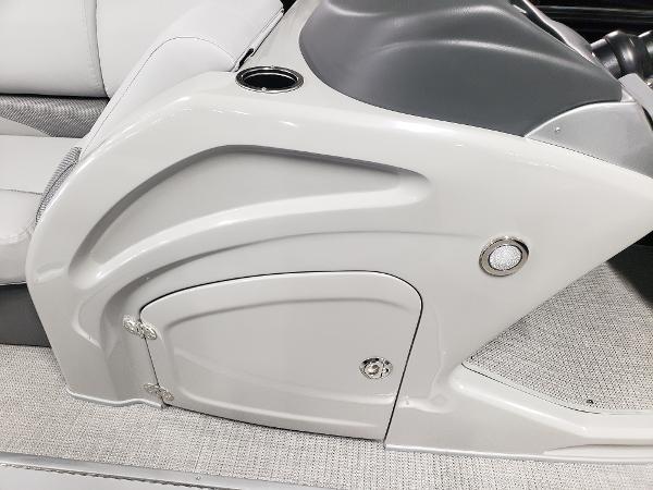 2021 Regency boat for sale, model of the boat is 230 DL3 & Image # 9 of 47