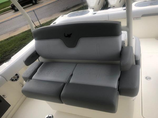 2019 Mako boat for sale, model of the boat is 334 CC Family Edition & Image # 16 of 33