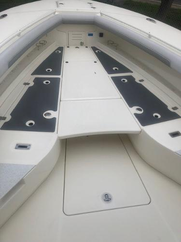 2019 Mako boat for sale, model of the boat is 334 CC Family Edition & Image # 27 of 33