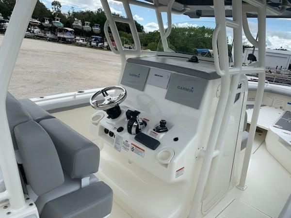 2019 Mako boat for sale, model of the boat is 334 CC Family Edition & Image # 18 of 33
