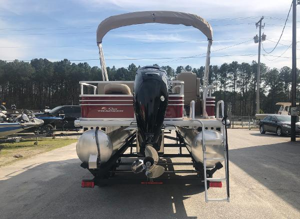 2021 Sun Tracker boat for sale, model of the boat is FISHIN' BARGE® 20 DLX & Image # 2 of 31
