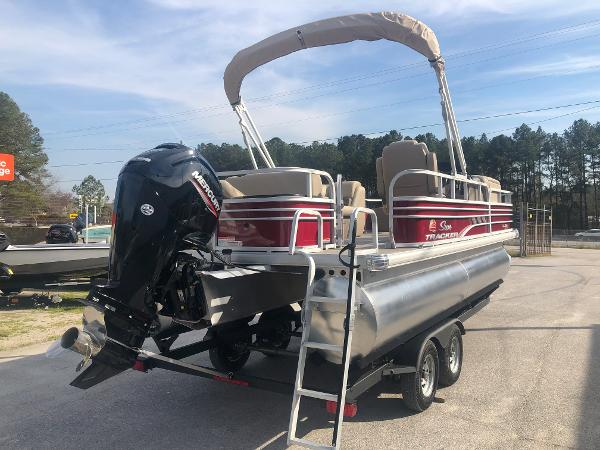 2021 Sun Tracker boat for sale, model of the boat is FISHIN' BARGE® 20 DLX & Image # 3 of 31