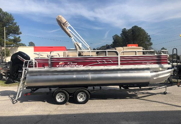 2021 Sun Tracker boat for sale, model of the boat is FISHIN' BARGE® 20 DLX & Image # 4 of 31